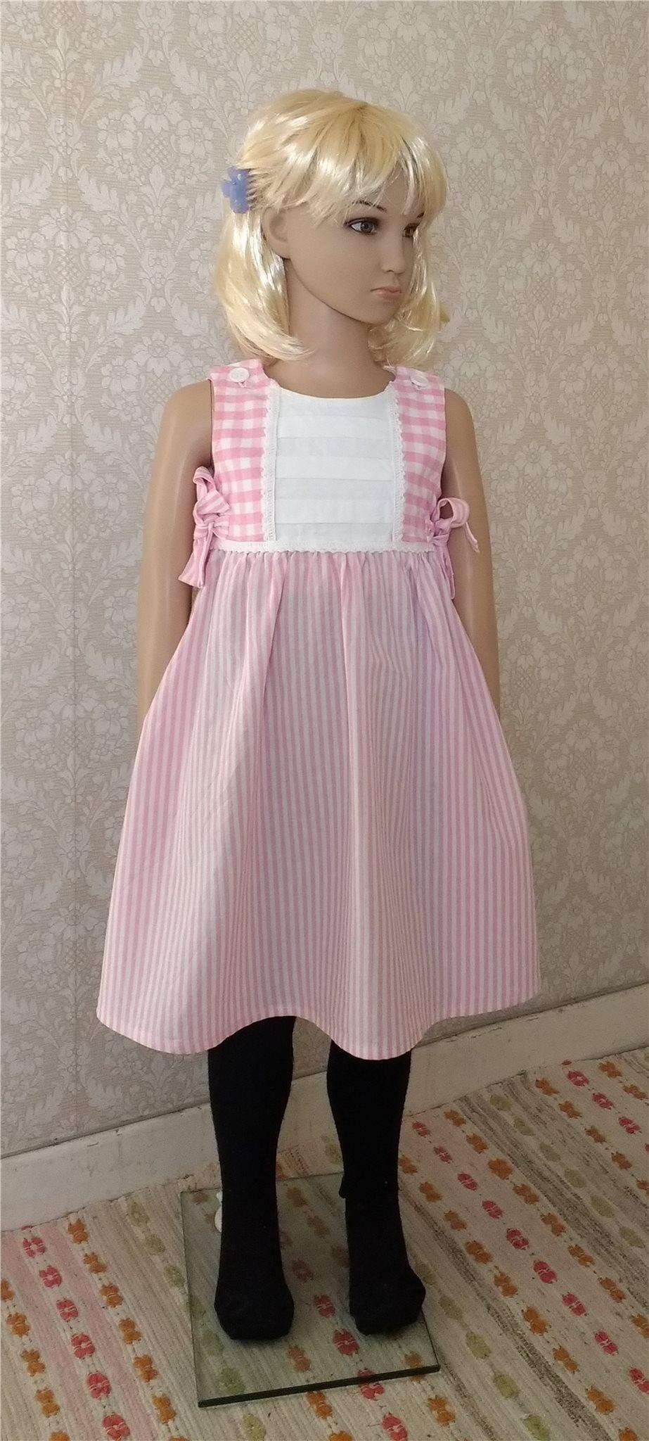 54f0b7f4c1dc Flickklänning 110 cl, barnklänning, sommarklänning, hantverk, klänning  Flickklänning ...