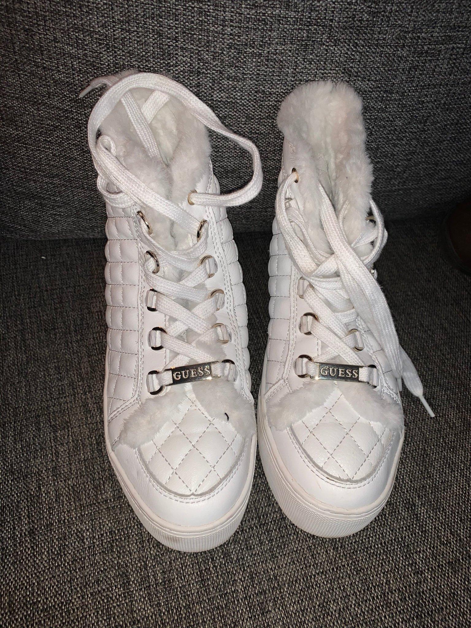 Guess skor i stl 38. Inköpta på Zalando oktober 2018. Anv. 1 ggr