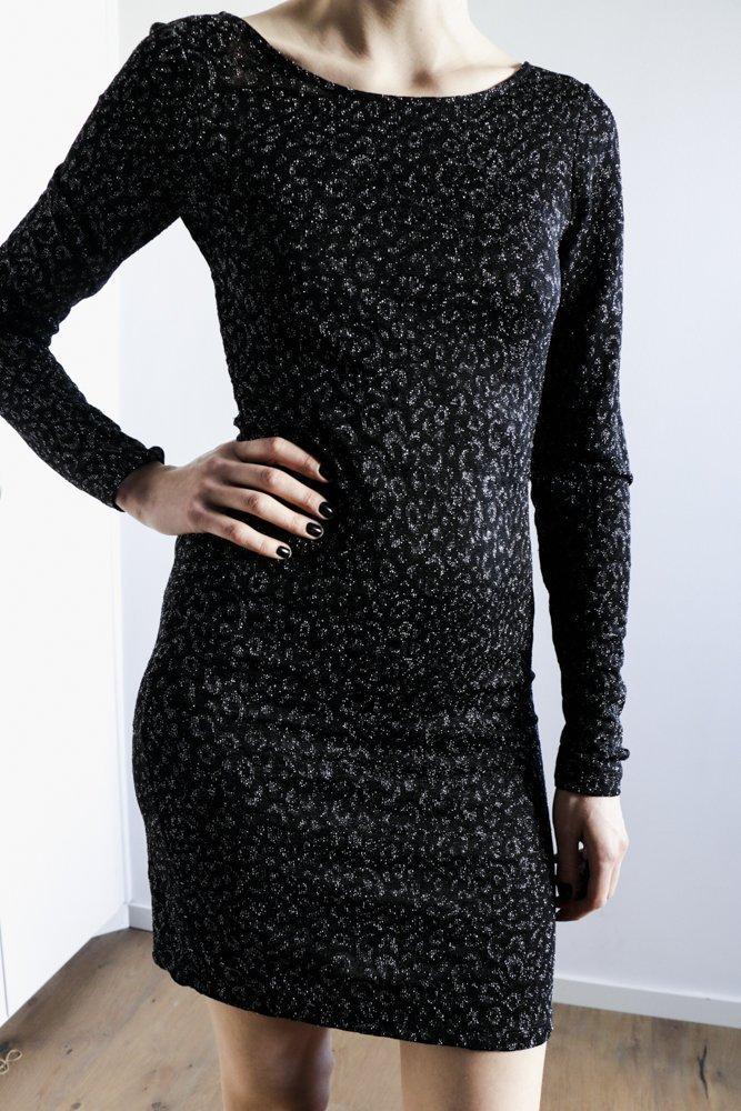 svart tight långärmad klänning