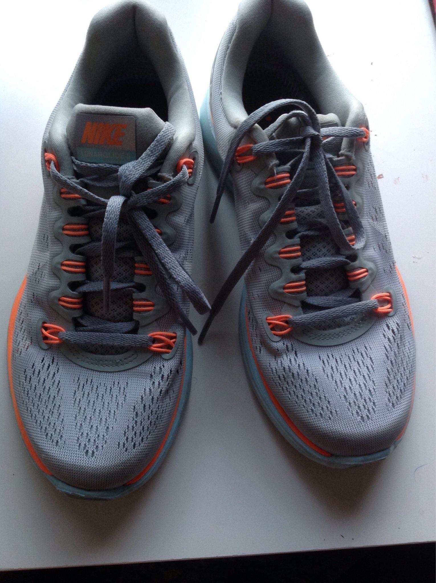 hot sale online b1982 7a363 Snygga Nike skor i grå orange storlek 38.5
