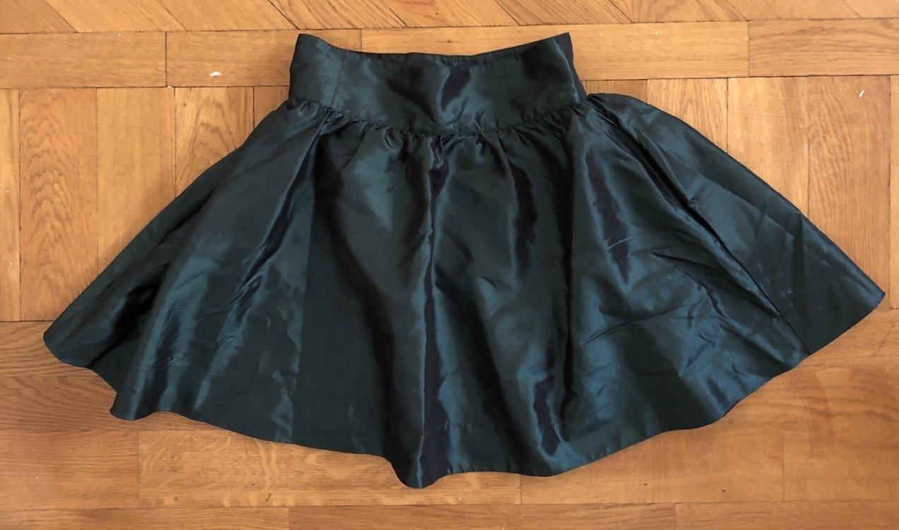0af67c6c4900 Kjol från H&M Divided i grön metallic mini mini.. (351458553) ᐈ Köp ...