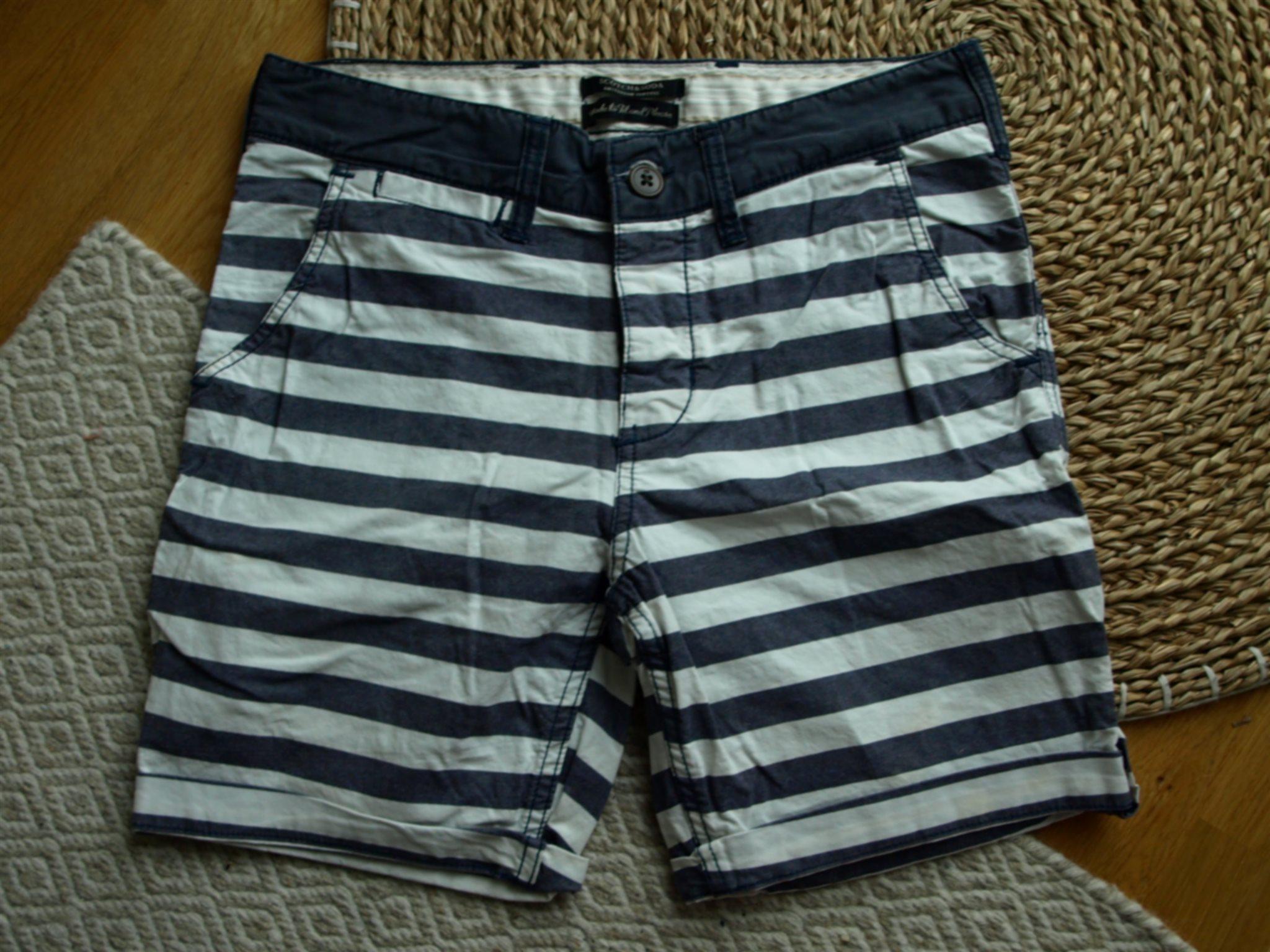 Vit blå randiga shorts med uppvik från Scotch & Soda storlek 29 tum