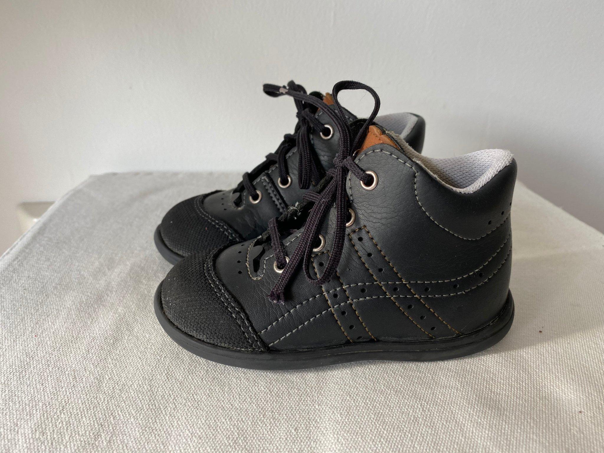 Svarta Kavat Edsbro lära gå skor strl 22 (innermått ca 13.3 cm)