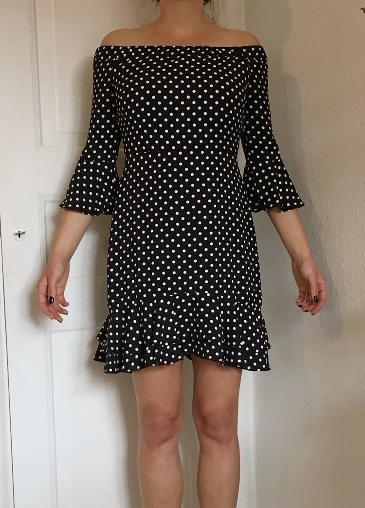 44edaee7f531 Prickig klänning, svart, vit, rockabilly, off s.. (354091399) ᐈ Köp ...
