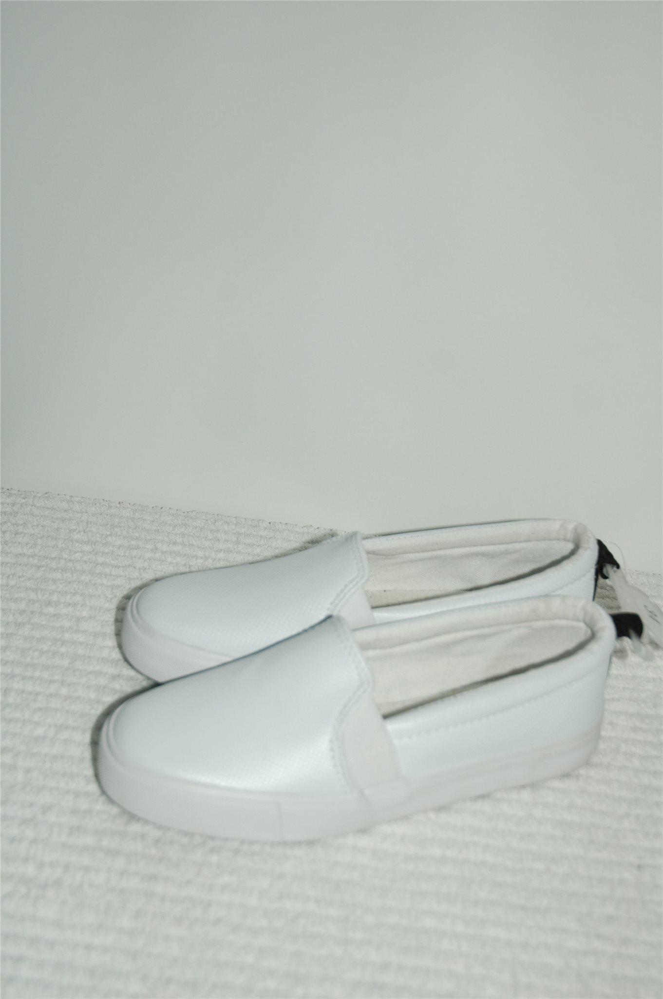 c2737007def Nya barn skor i storlek 34 och färgen vit (343771169) ᐈ Köp på Tradera