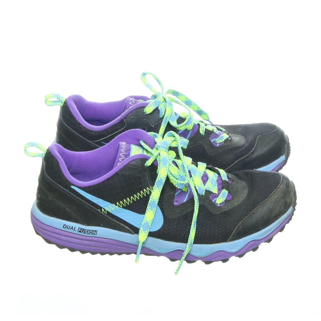 reputable site e4eb6 ac14a Nike, Träningsskor, Strl  38,5, Dual fusion, Svart Lila