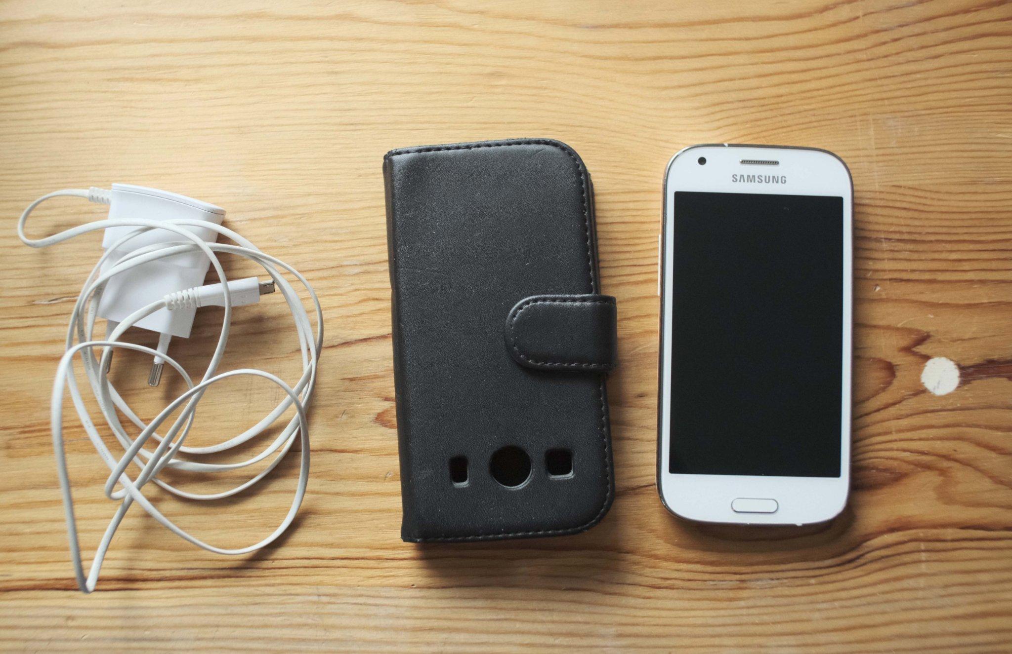 Samsung Galaxy Ace 4 komplett med original förpackning, laddare och fodral