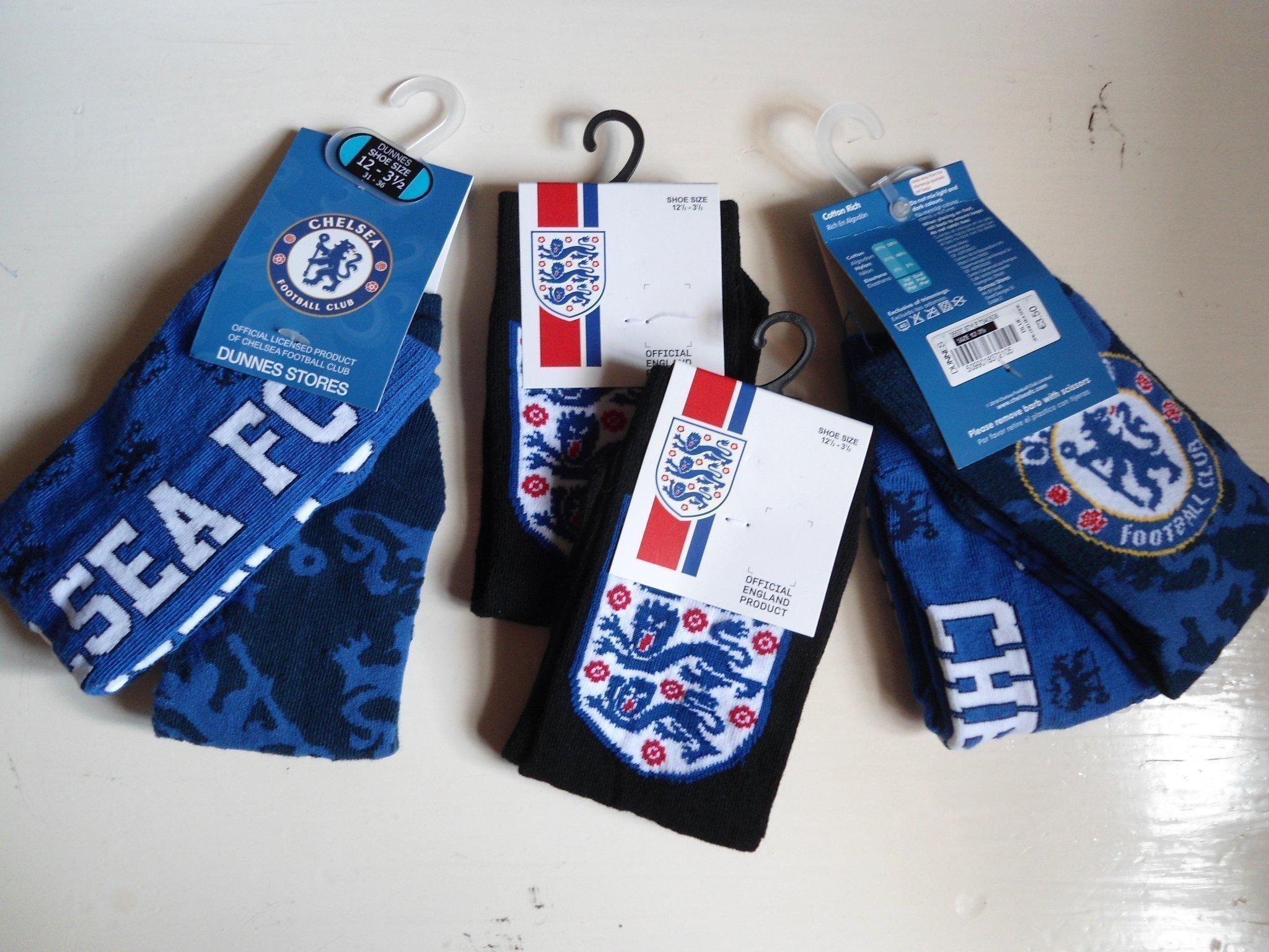 6 par strumpor: 4 par Chelsea football Club& 2 par engelsk fotboll.Storlek 31 36