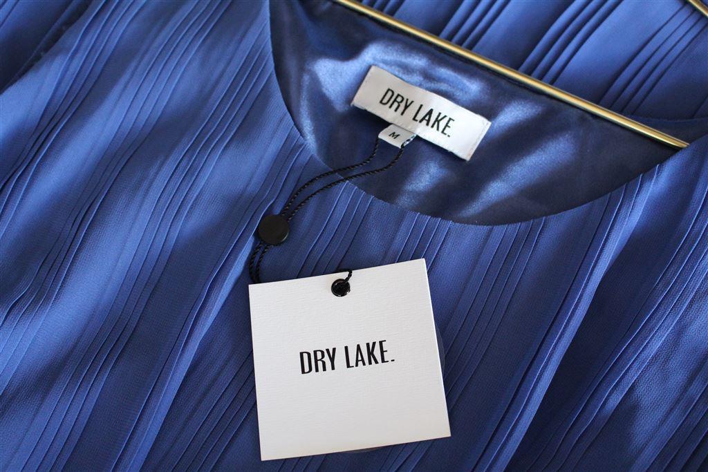 löwengrips blå klänning från dry lake