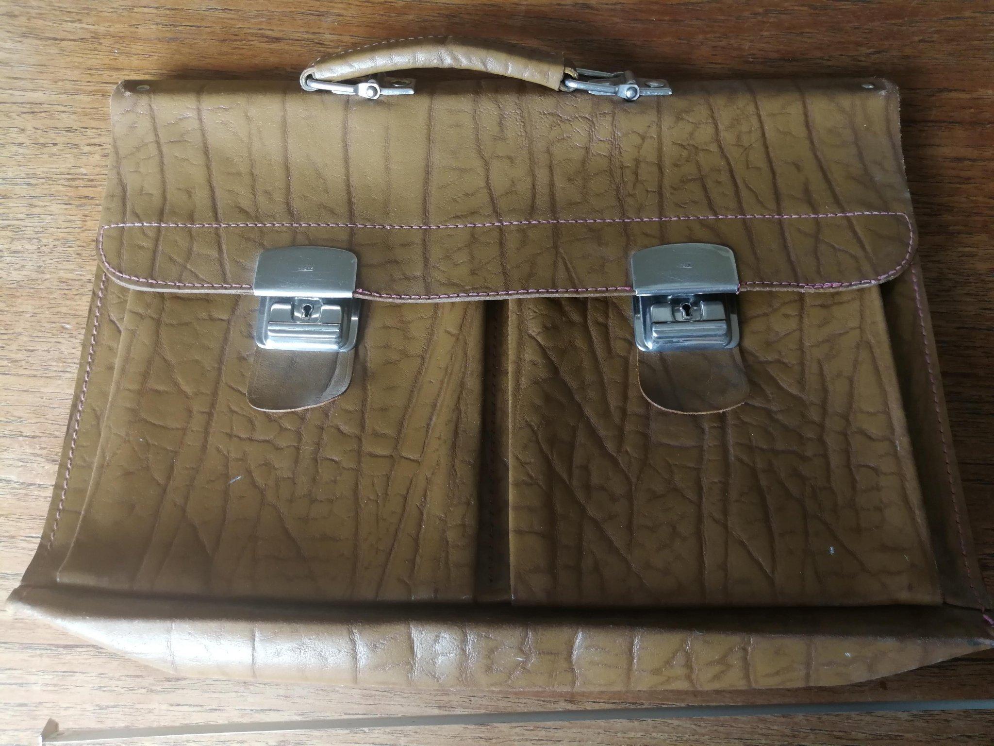 Retro portfölj, väska till laptopen. Präglat läder, 1960 tal.