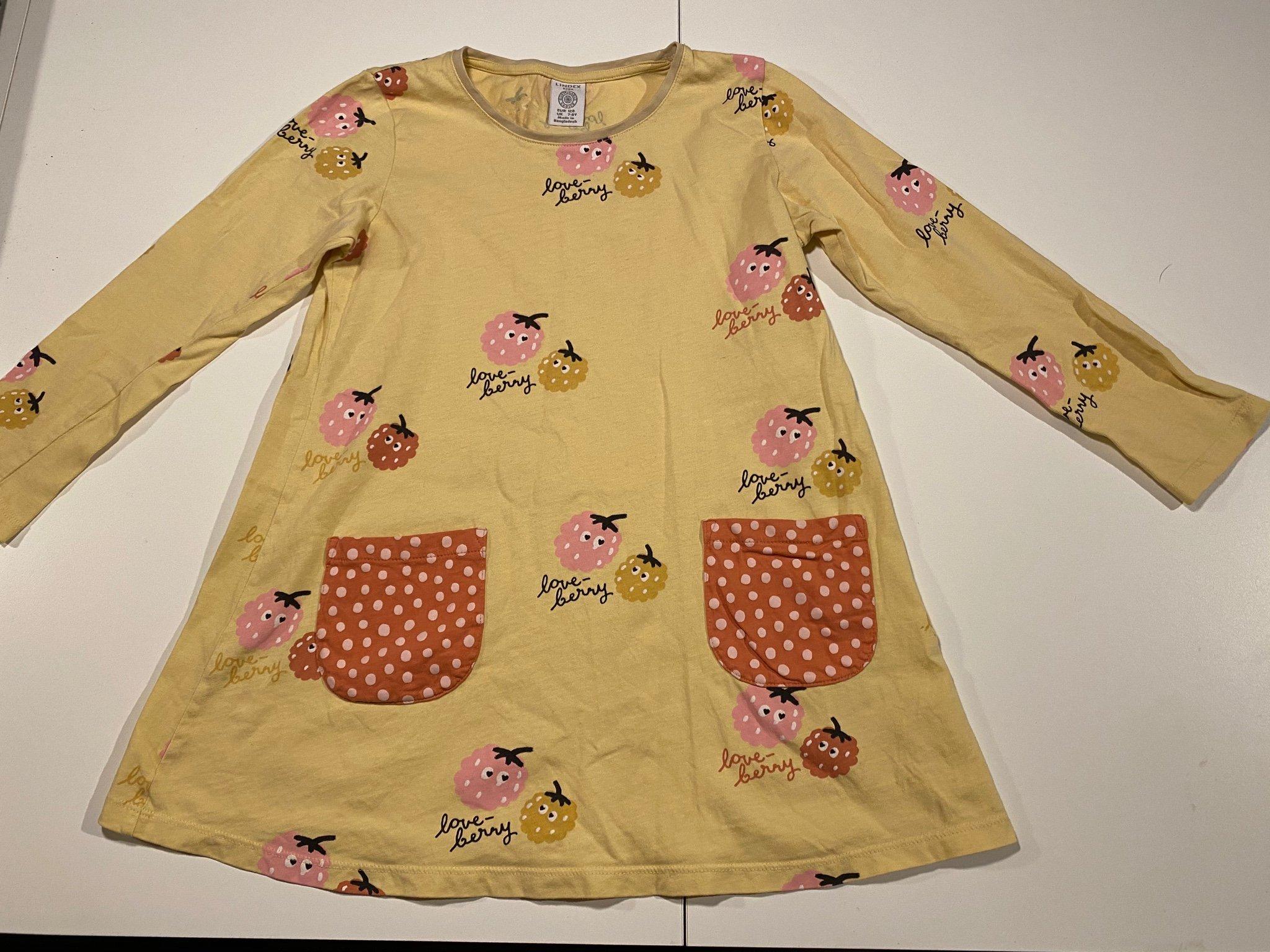 Fin klänningtunika från Lindex med gulligt mot.. (421674541