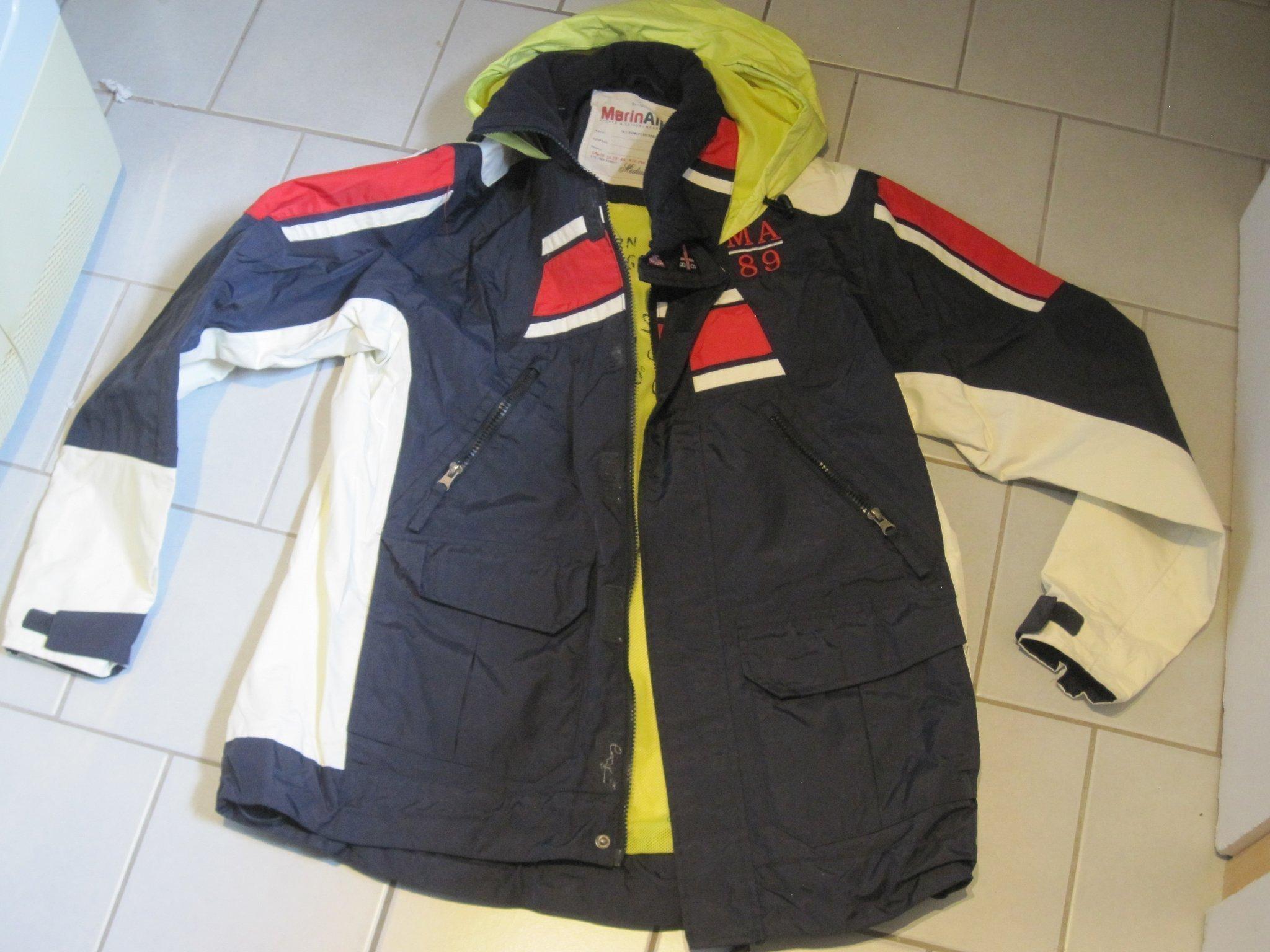 Marin alpin jacka härlig längre modell storlek m utrop 15kr.