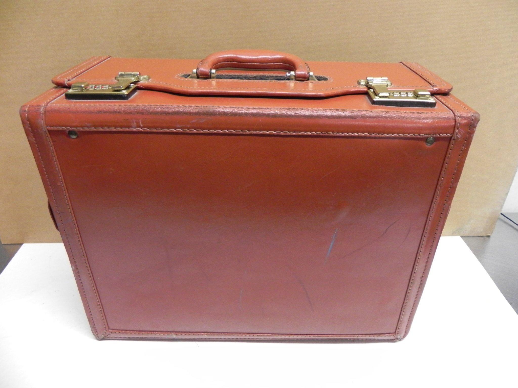 Äldre attacheväska portfölj med kodlås brunt läderfärgad fina nötningar 1970 tal