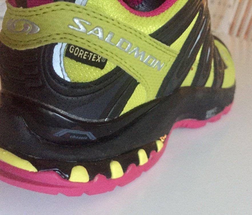 SALOMON GoreTex skor i mycket fint skick. Storlek 37 13.