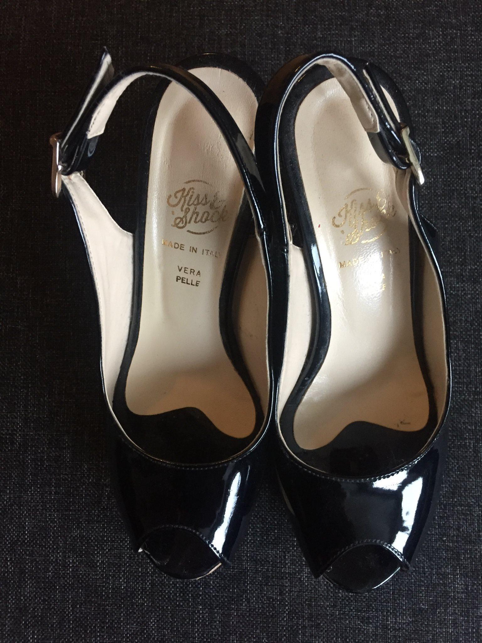 Svarta italienska högklackade skor strl 38 (334439238) ᐈ Köp på Tradera 55a6b2faeeabc
