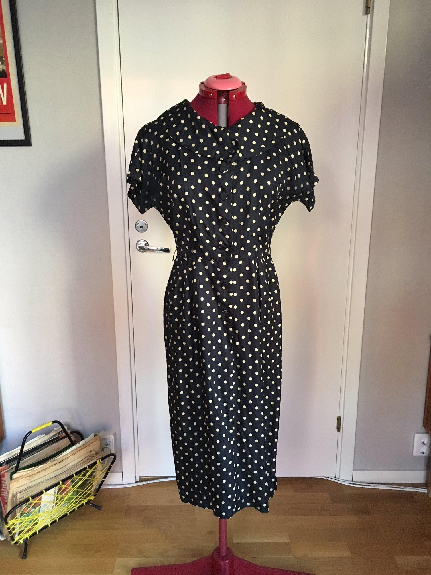 50 tals klänning prickig