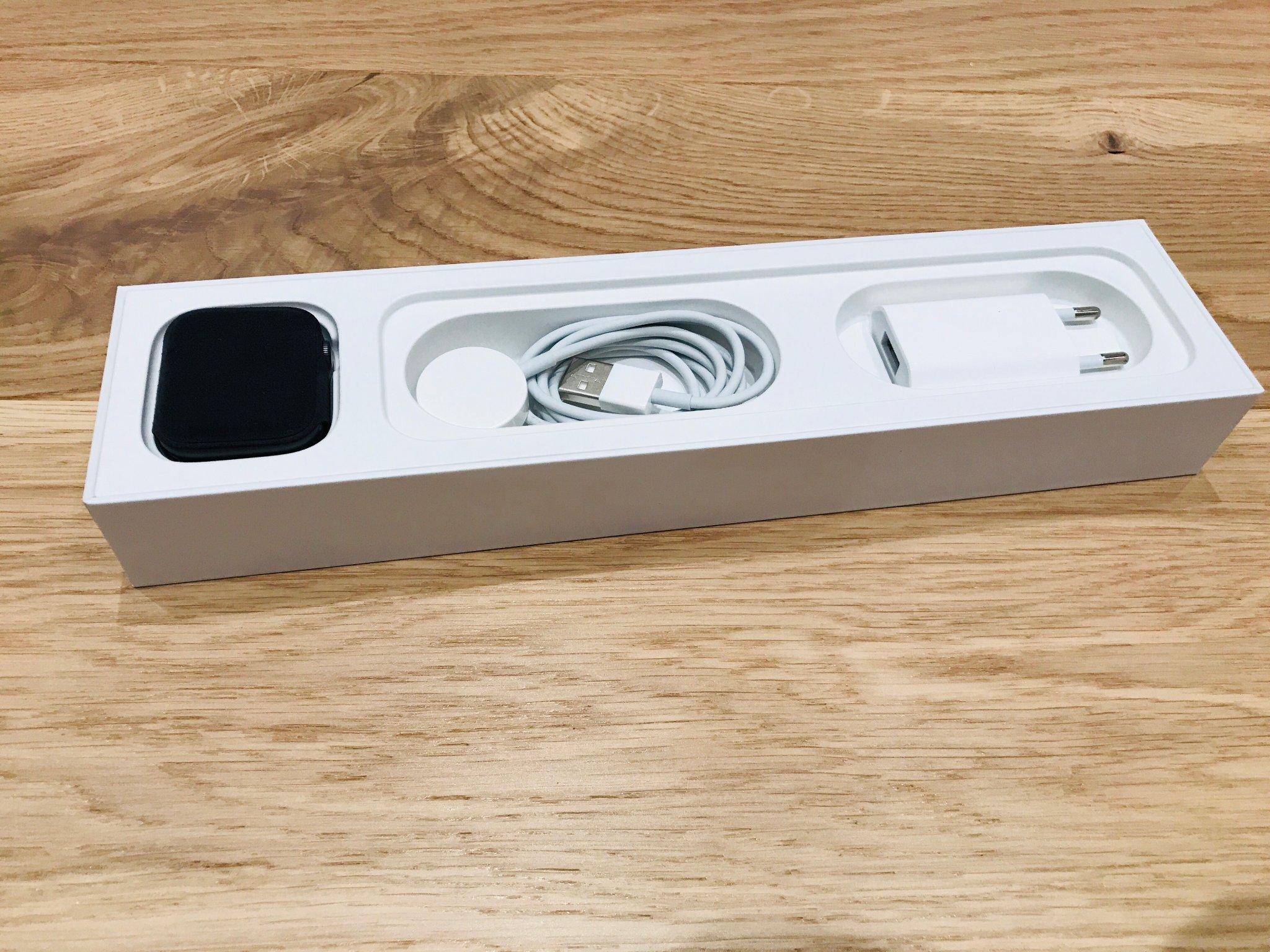 Apple Watch 4 Nike+ 44 mm (silver aluvit sportloop)