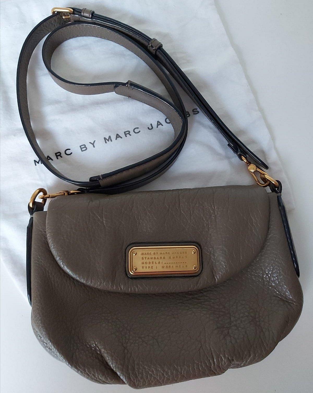 marc jacobs väska beige grå