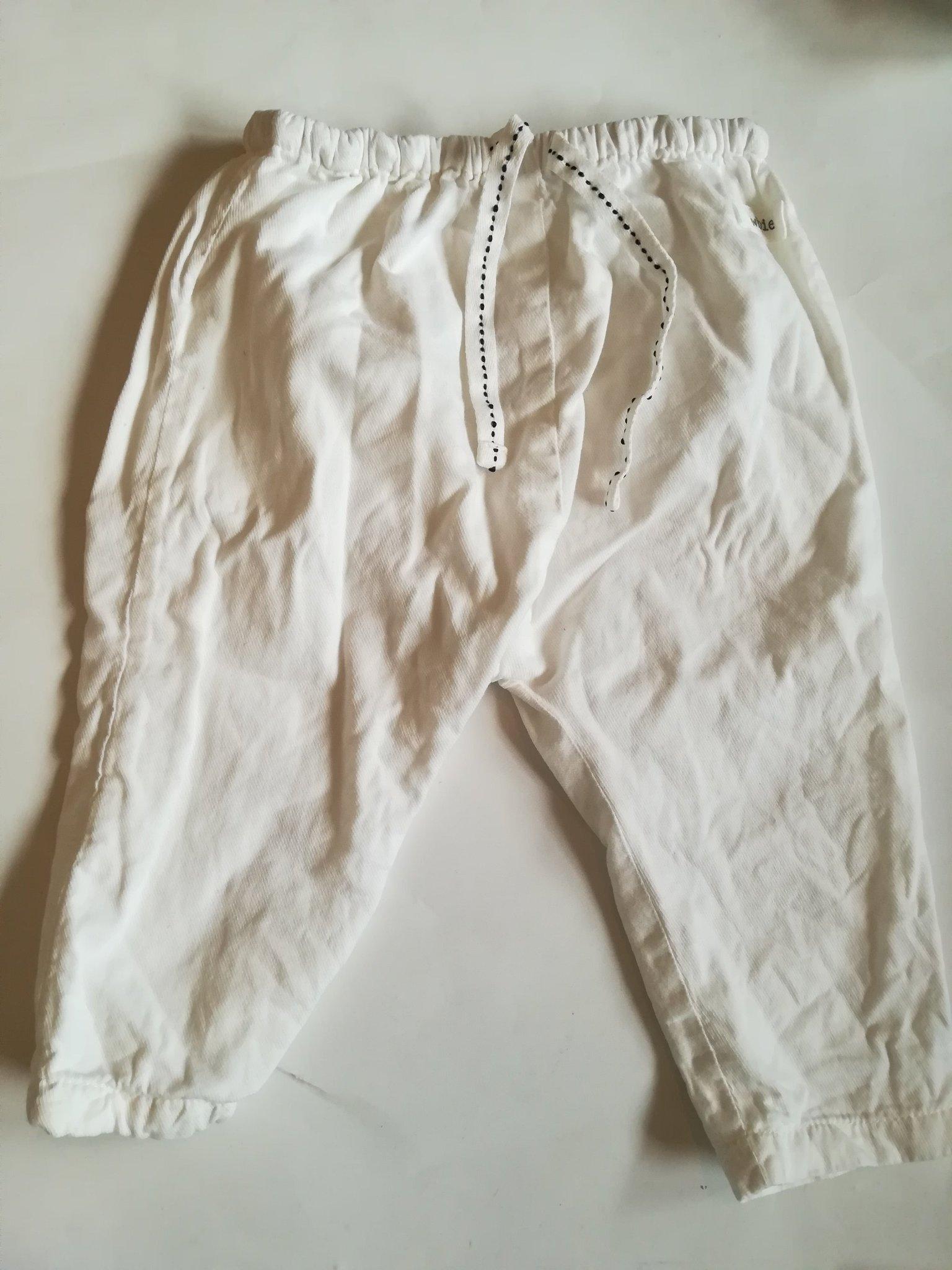 Tunna vita byxor från Newbie. stl 74.