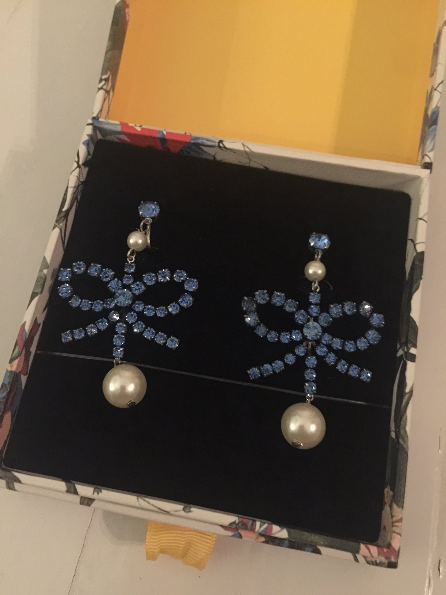 Erdem x H M örhängen clips (337395965) ᐈ Köp på Tradera be1fa3e73a5b2