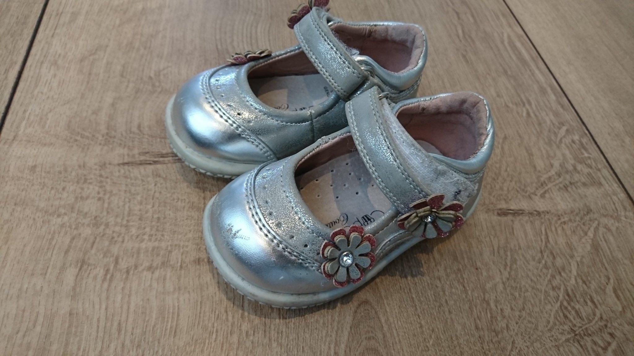 cd849ea31a7 Sandal /finskor i storlek 19 (352918471) ᐈ Köp på Tradera