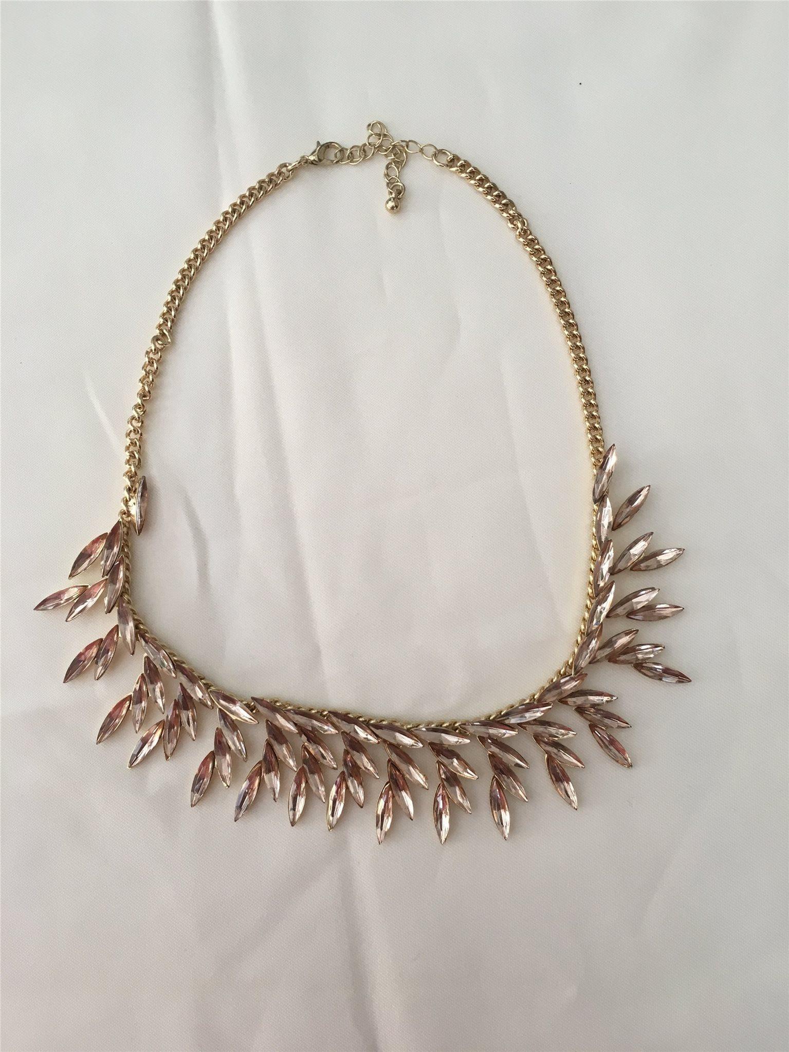 Vackert halsband med rose stenar (337557427) ᐈ Köp på Tradera 743126bd91ca3