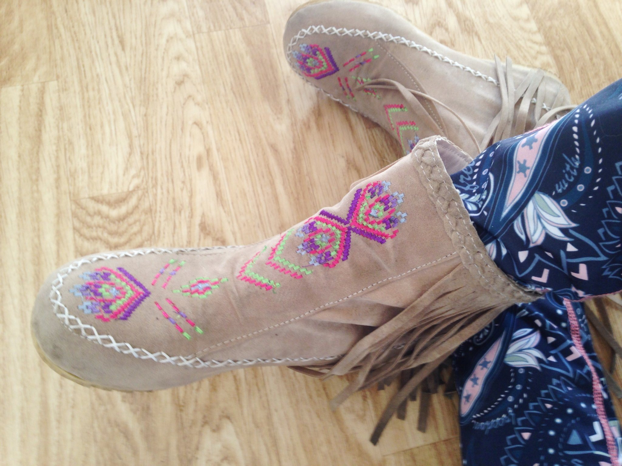 e35cd15f8e9 Mockasin boots med fransar mockaimitation booties vår bohem hippie storlek  40 ...