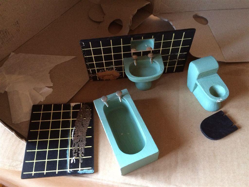 Lundby äldre badrum i trä på tradera.com   lundbyskalan, dockskåp,