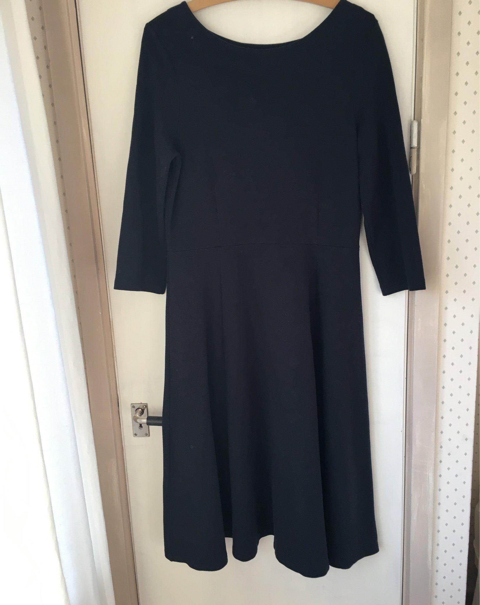Stilren marinblå klänning från Jumperfabriken (389472550) ᐈ