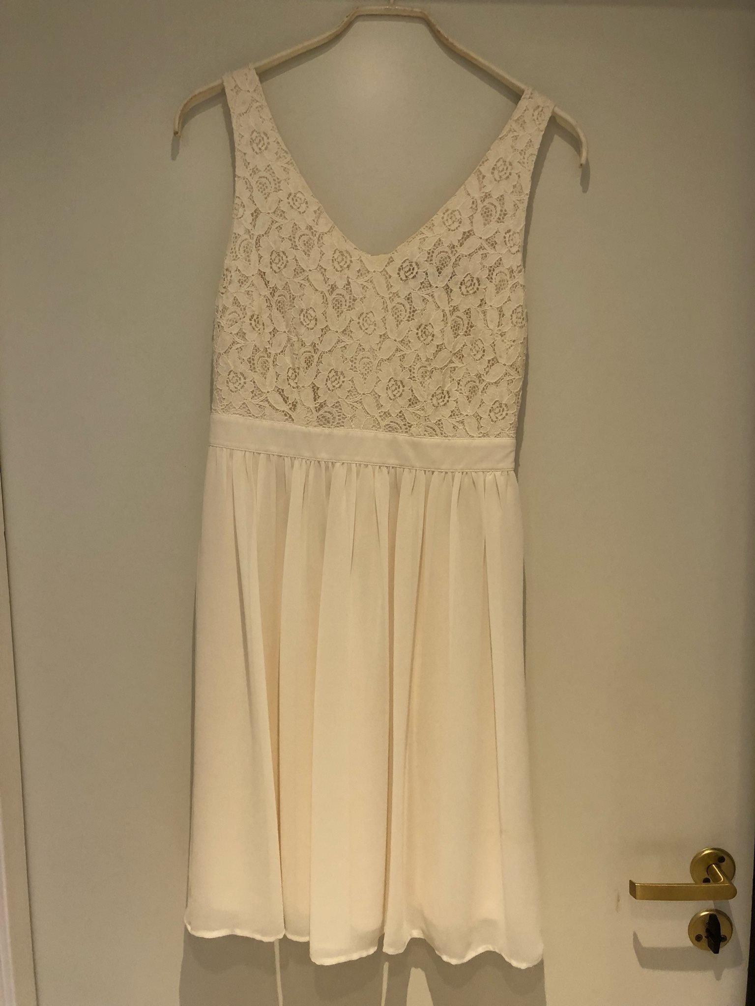 ea3dee72a227 Gräddvit klänning i spets (352532107) ᐈ Köp på Tradera