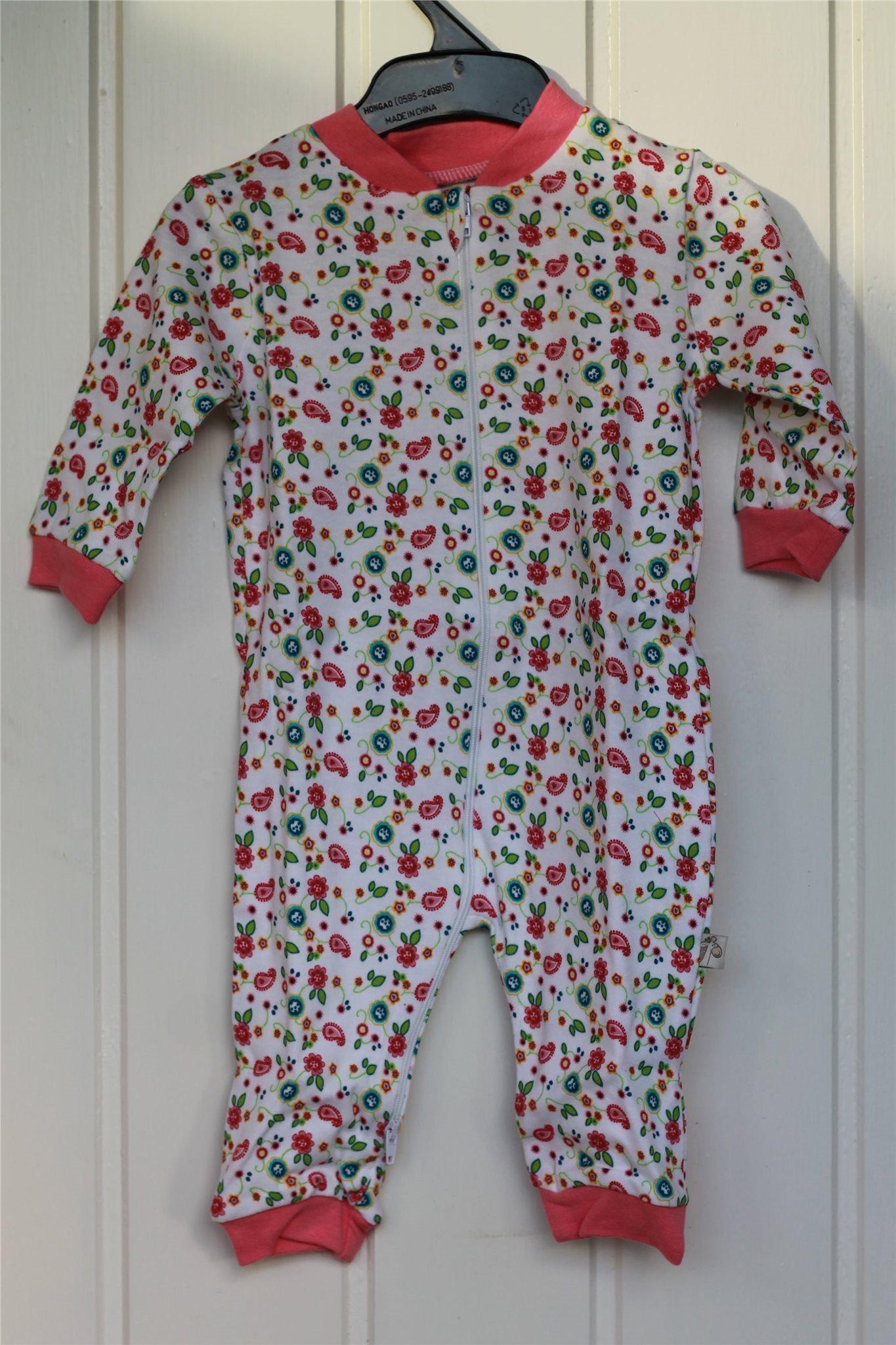 Helt ny ! Pyjamas vit med sött rosa blomstermön.. (335445399) ᐈ Köp ... d91652c4fa9e4