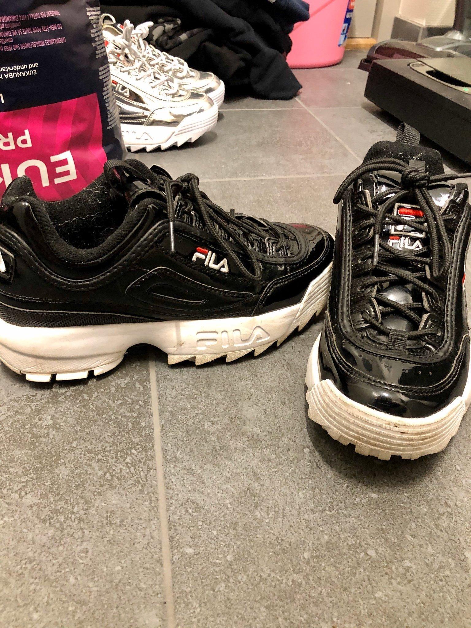 fila skor små i storlek