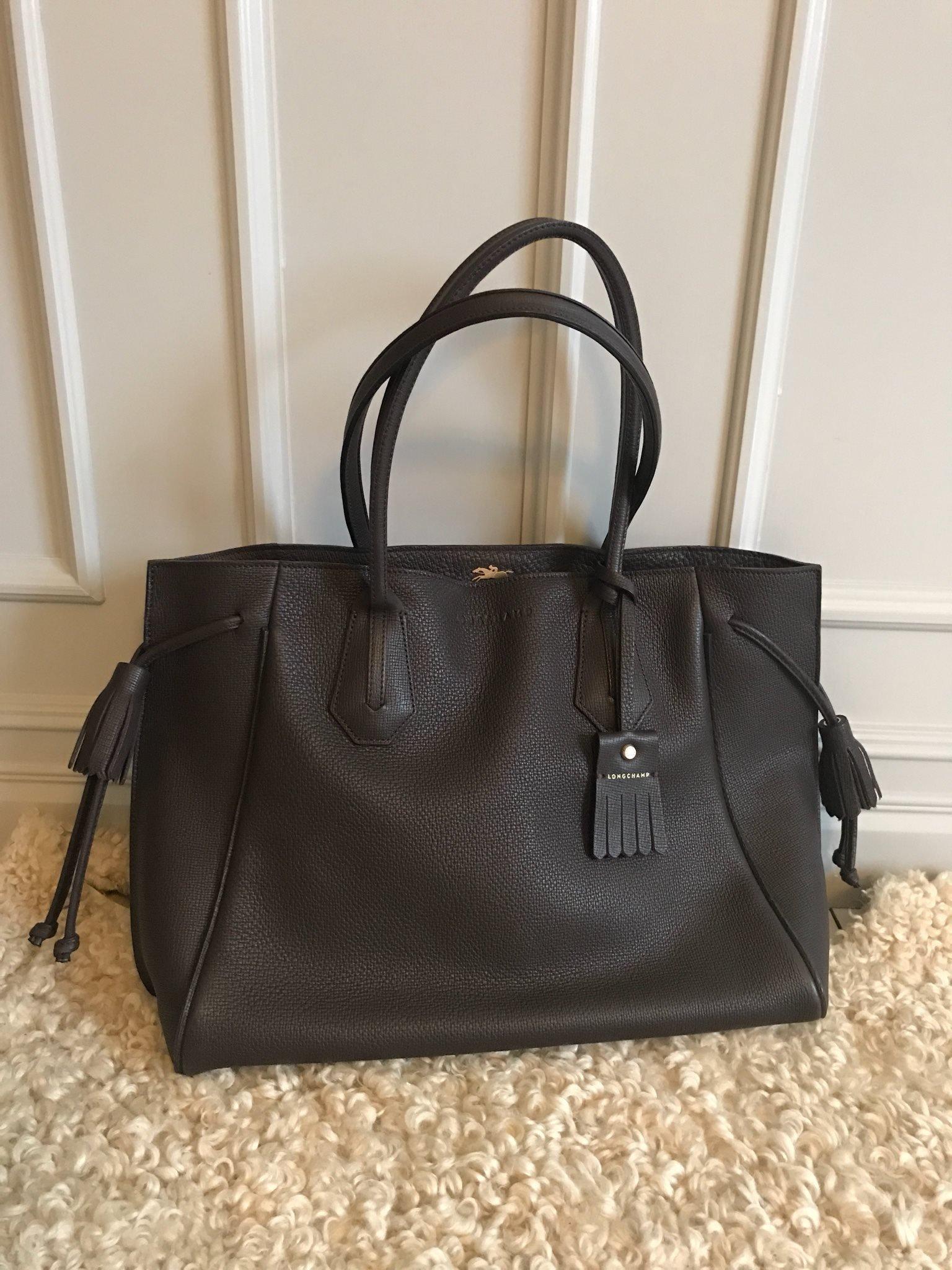 Äkta Longchamp väska i läder med kvitto. Fint skick!