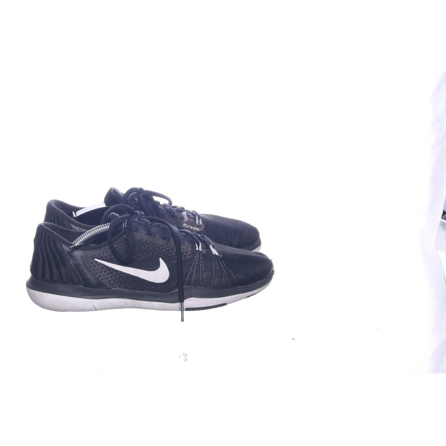 buy online 992fb 5c3ce Nike, Träningsskor, Strl  39, Flywire, Svart Vit
