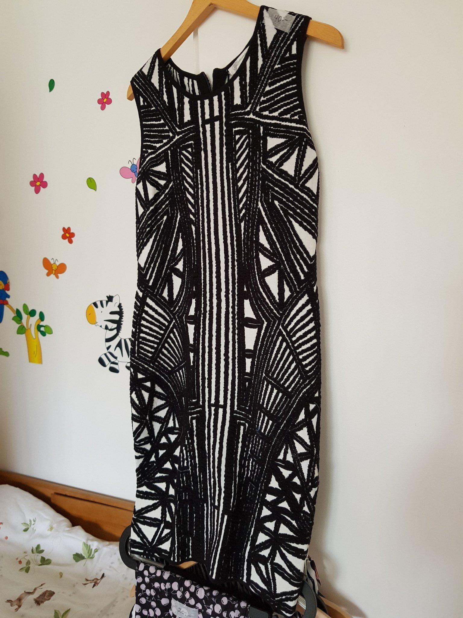 23b6bf038480 Svart & vit mönstrad klänning (351543136) ᐈ Köp på Tradera