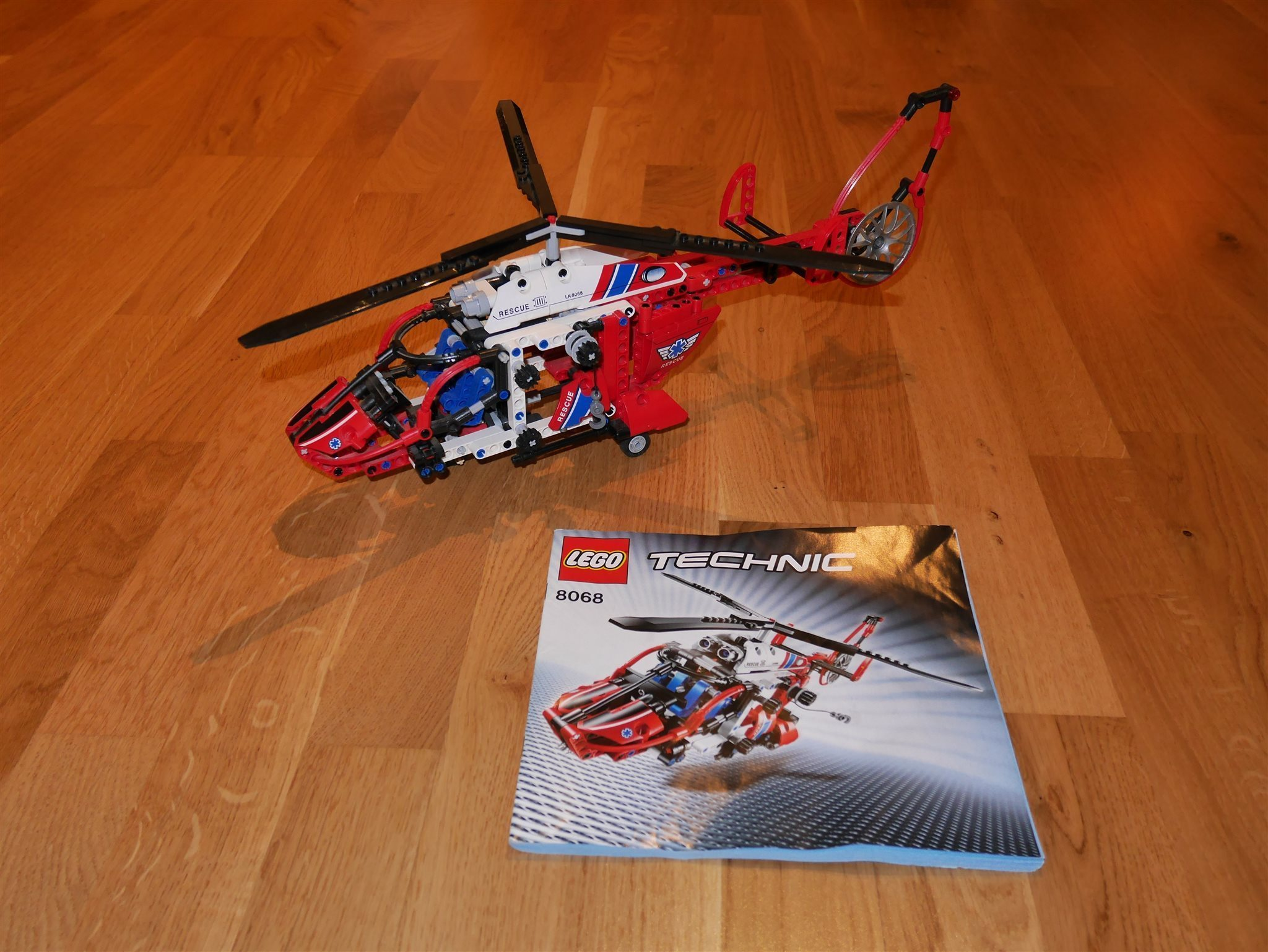 LEGO Technic 8068 Räddningshelikopter