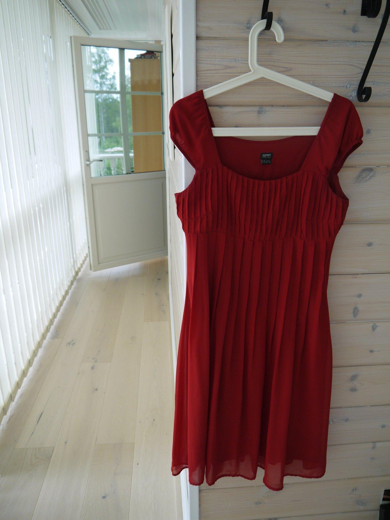Vacker chiffong klänning från Esprit i st. 36 (420383563) ᐈ