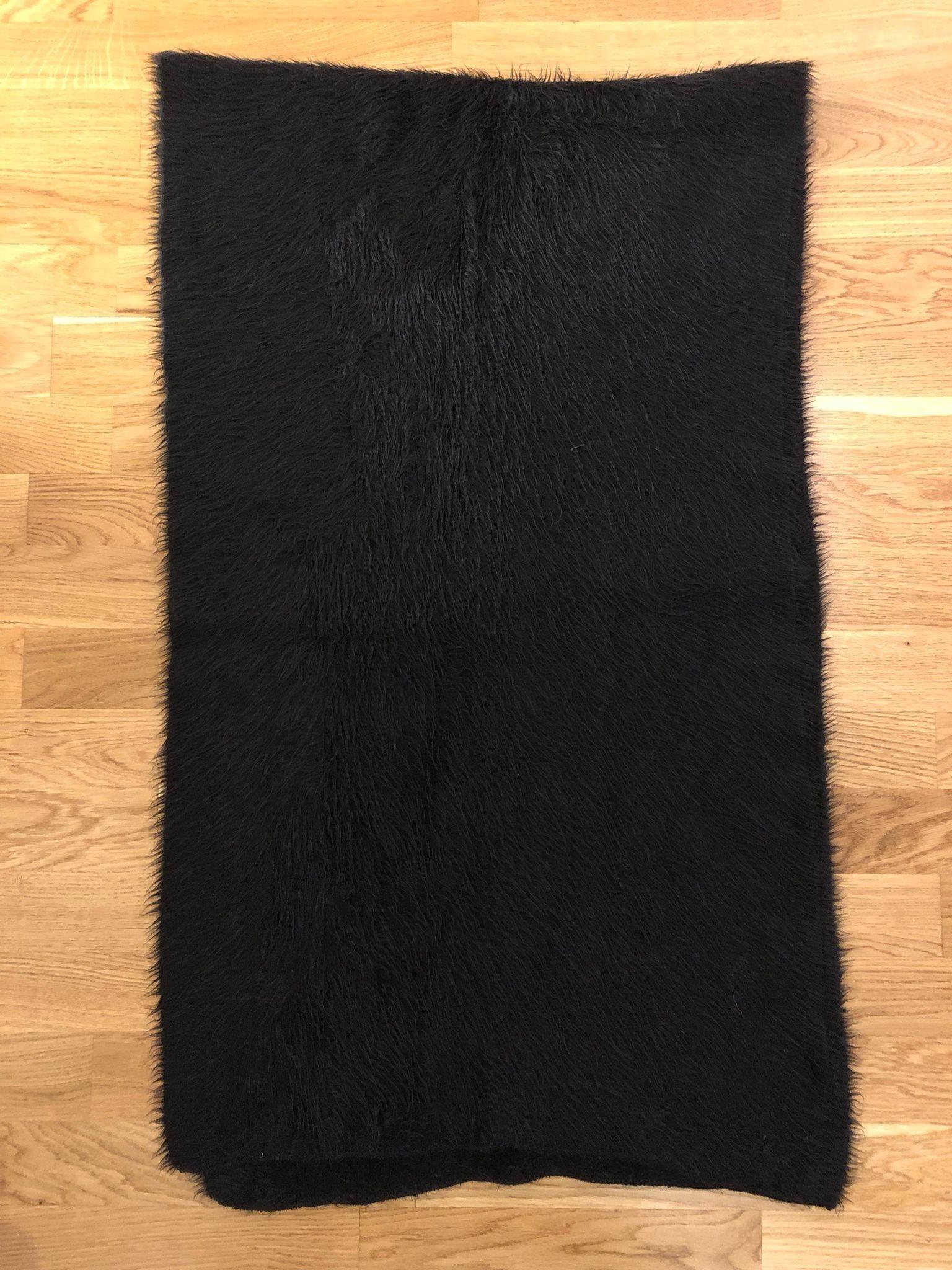 Svart mjuk och lurvig halsduk från Åhléns 9d830d4e9d7d8