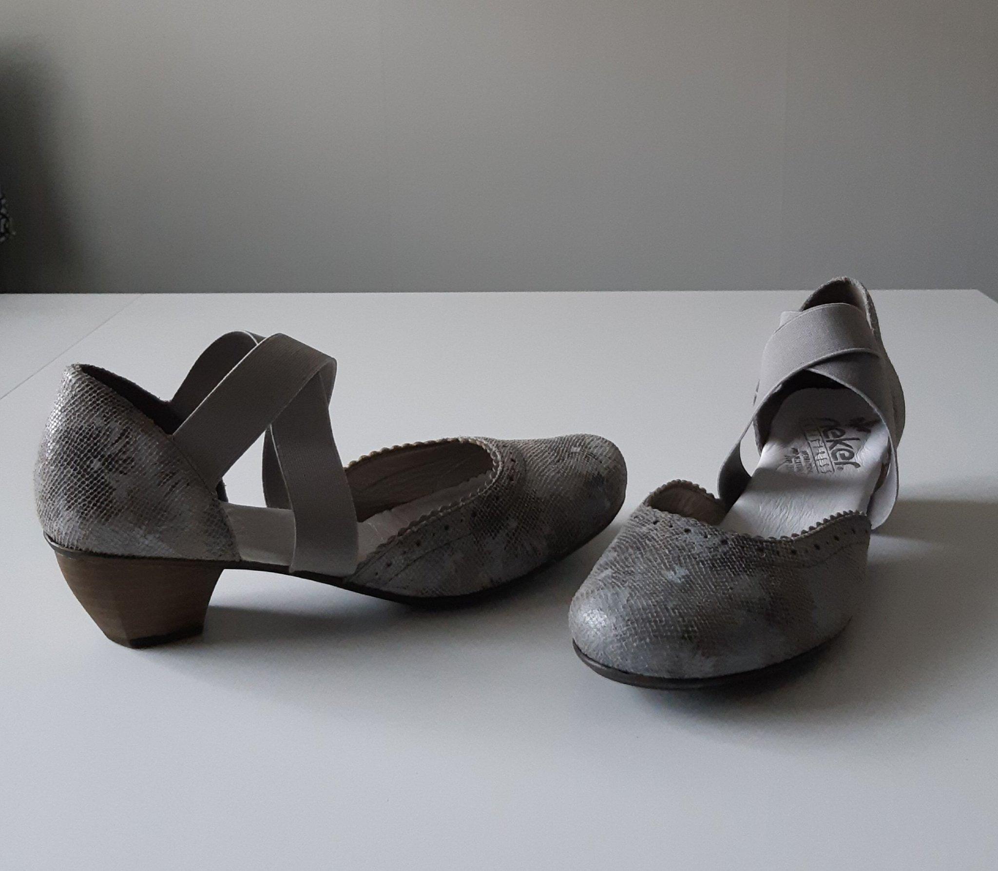 Mycket fina skor av märke Rieker i äkta skinn S.. (376101290