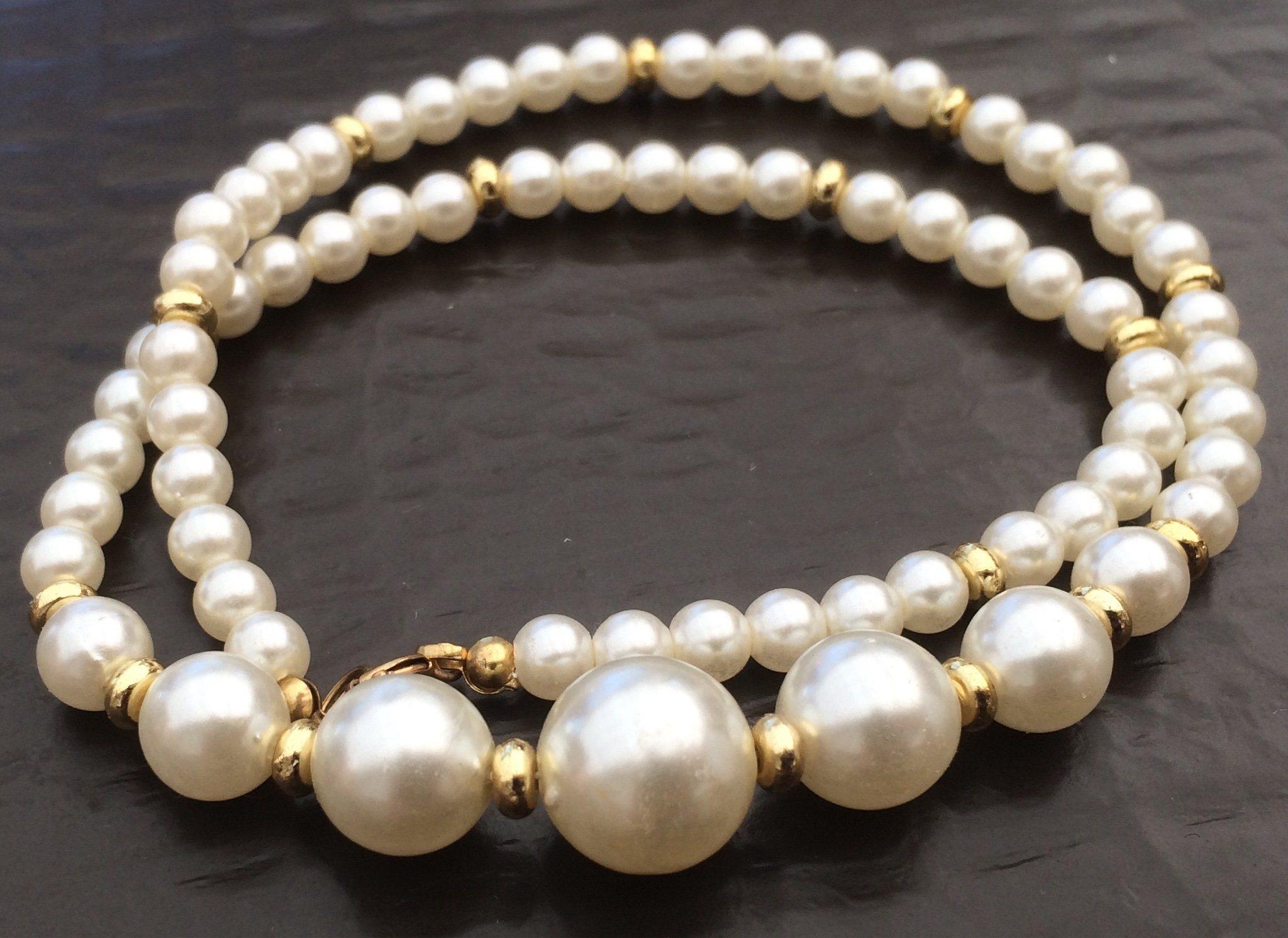 cbe3baf5a6d4 Äldre bijouteri Halsband , vita glansiga pärlor.. (351984738) ᐈ Köp ...