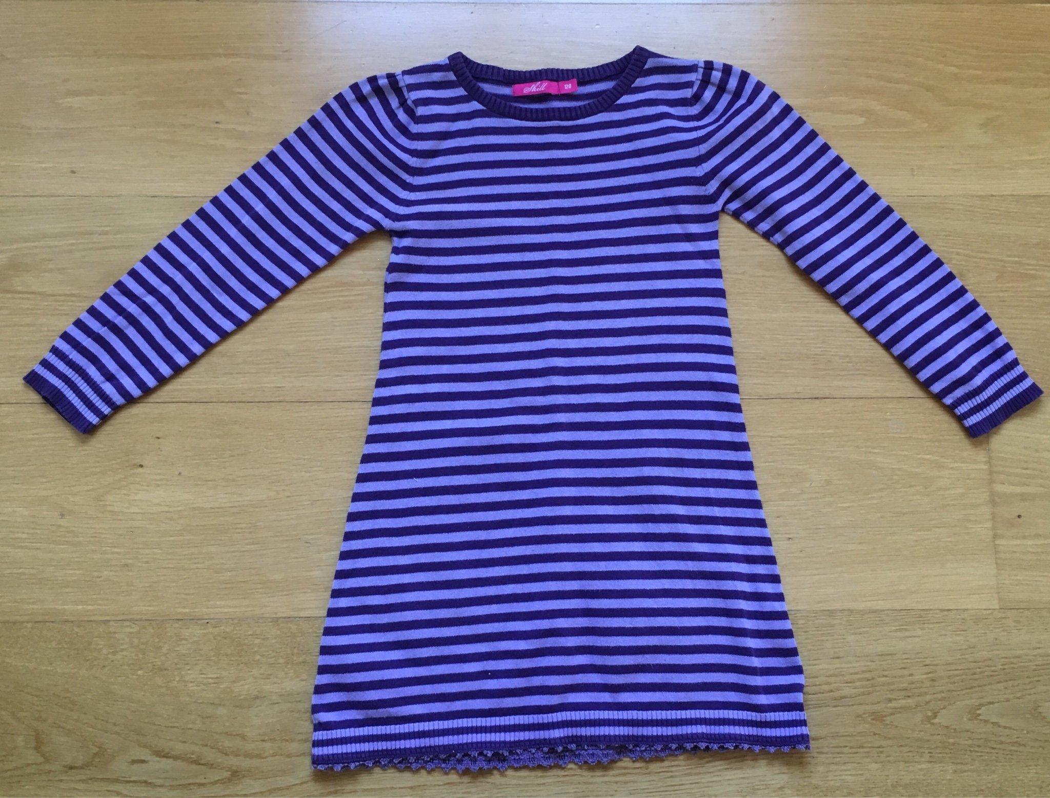 32bc9a43995d Randig lila klänning, strl. 128 (348858210) ᐈ Köp på Tradera