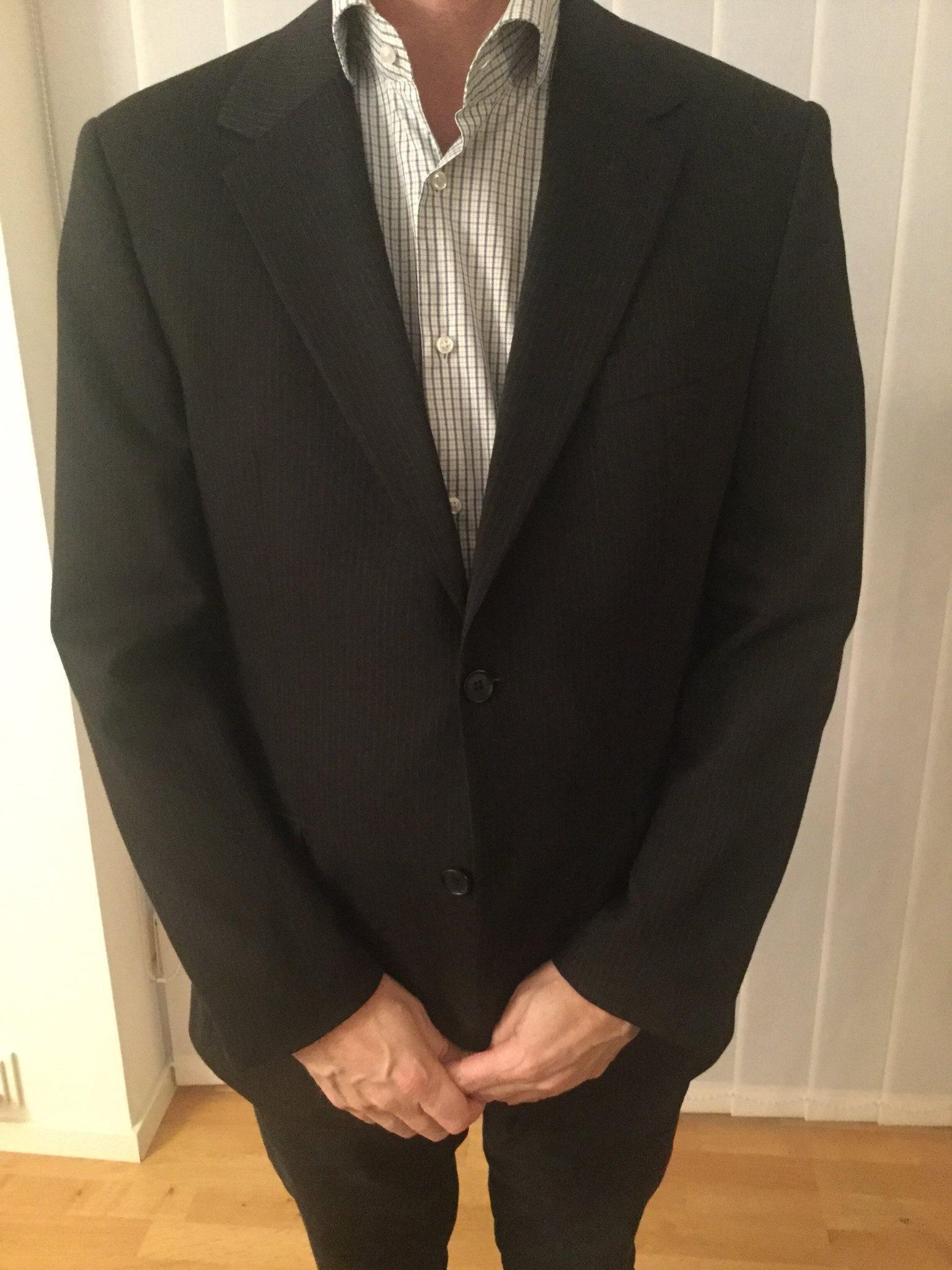 kritstrecksrandig kostym herr