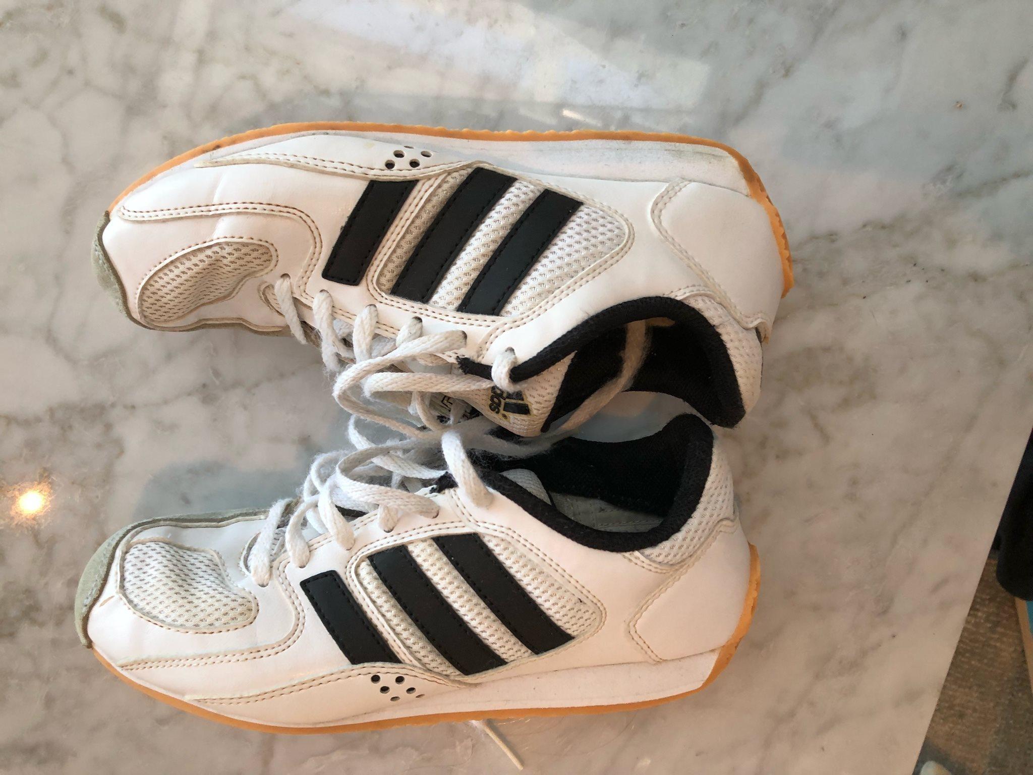 Fäktningsko från Adidas, storlek 36. Välanvända. (335214887