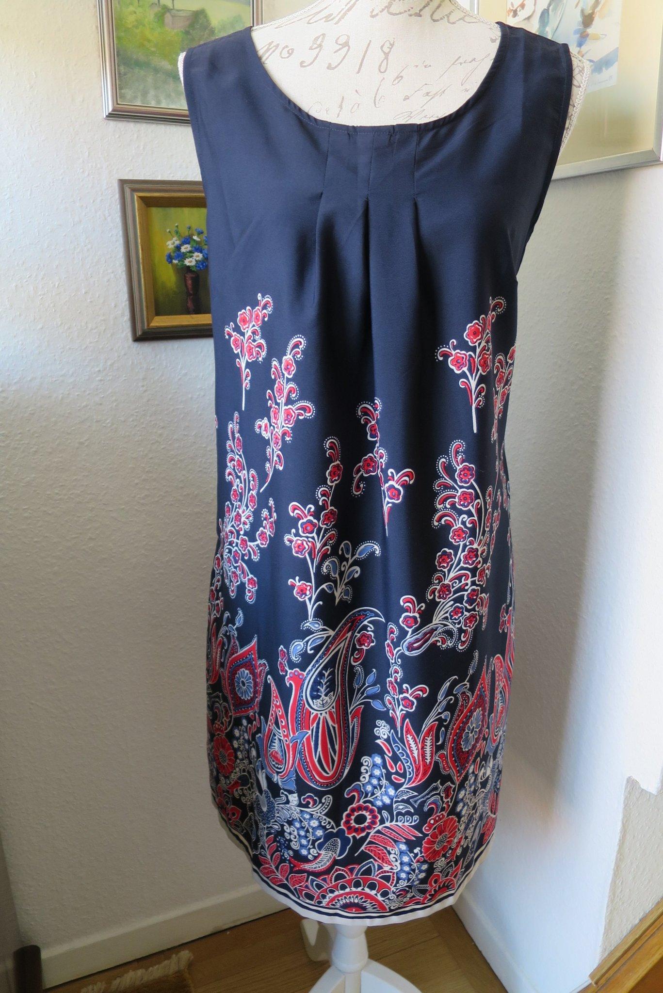 3133c579d70c Geena vacker tunn blå klänning med blommönster .. (346585615) ᐈ Köp ...