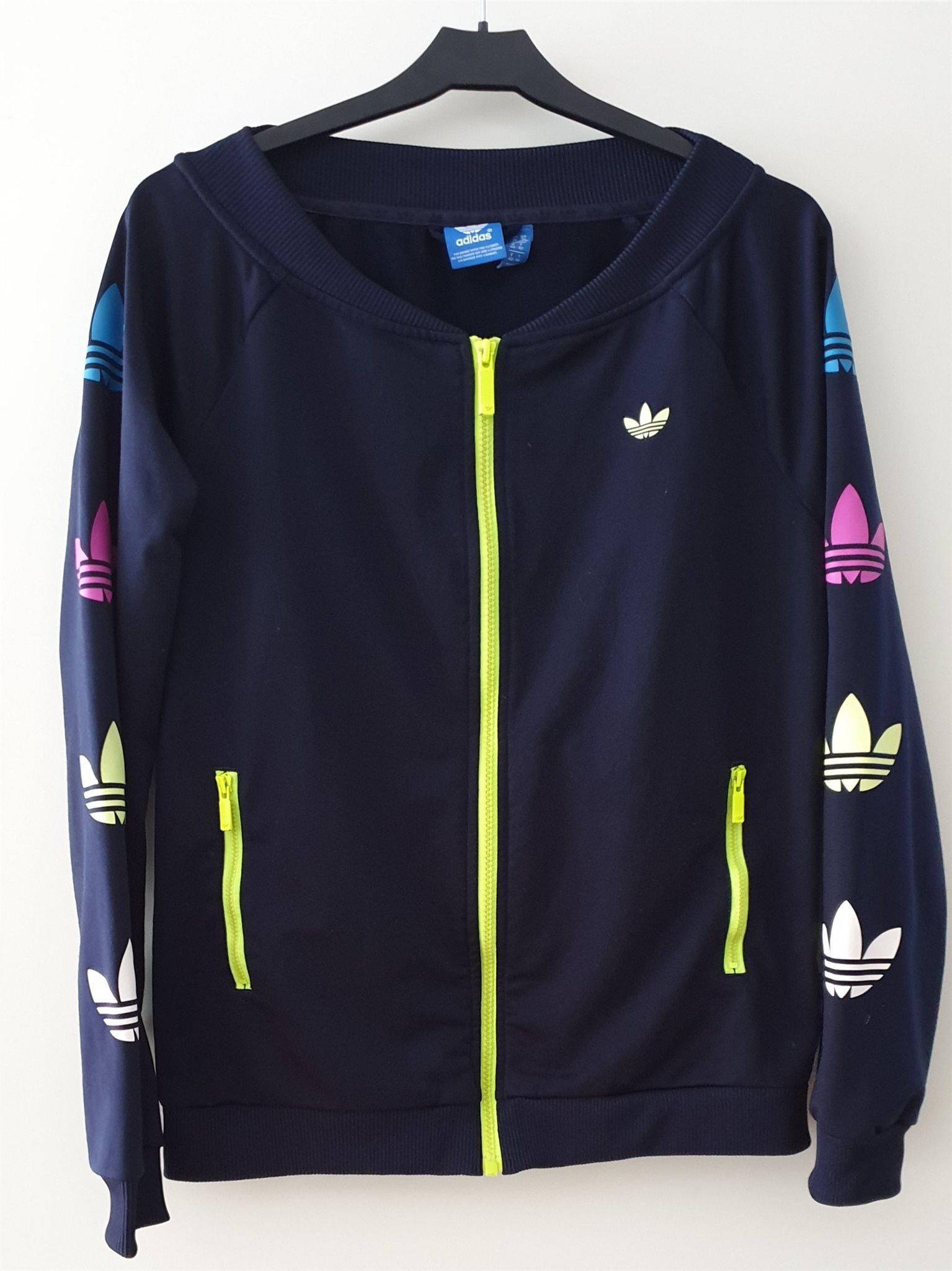 7f571aafc16 Snygg Adidaströja dam strl M 38/40. Adidas, tröja, sweatshirt, kofta ...