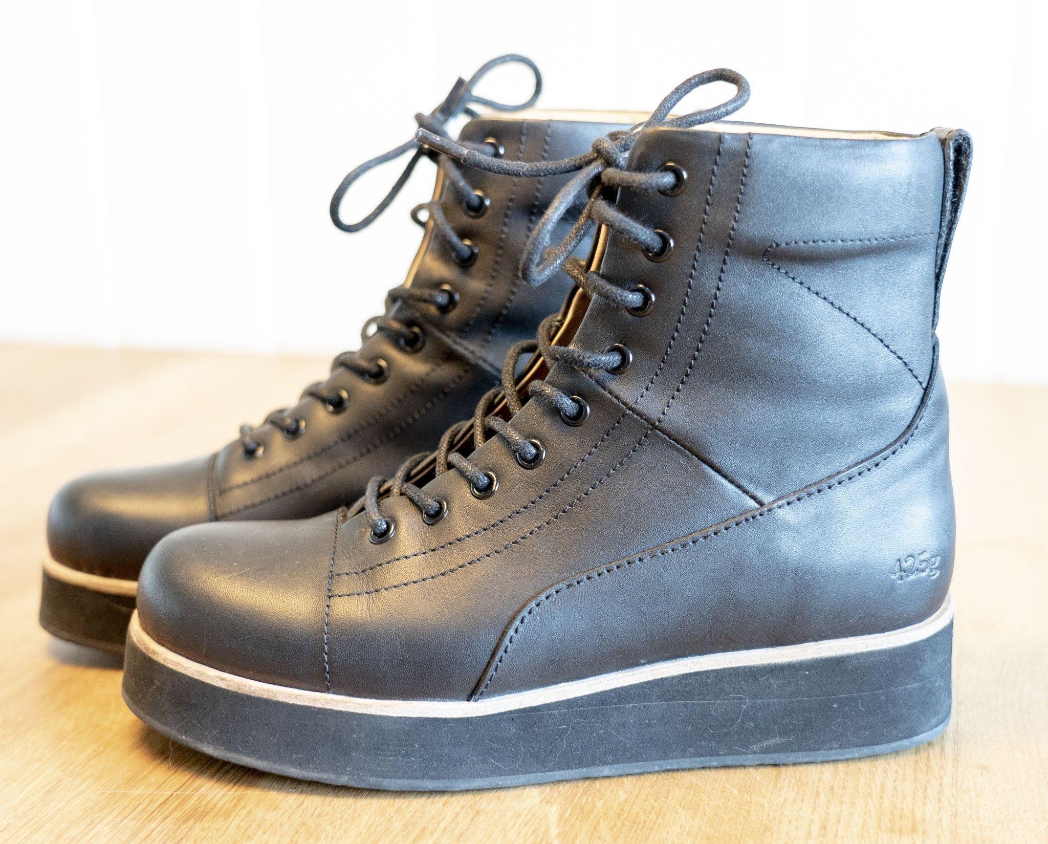 d62abf2c2c0 Gram svarta skor/kängor 425 g storlek 36 (344320352) ᐈ Köp på Tradera
