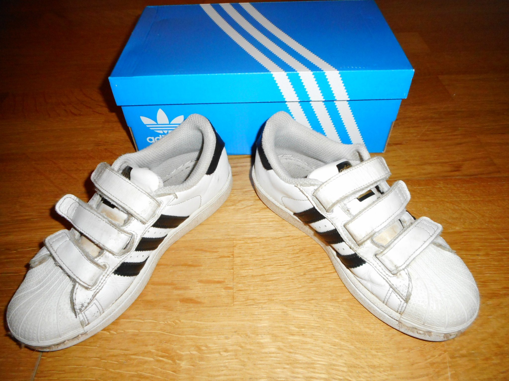 classic fit aa99a 29e31 Adidas Superstar White   black i storlek 32 i bra begagnat skick