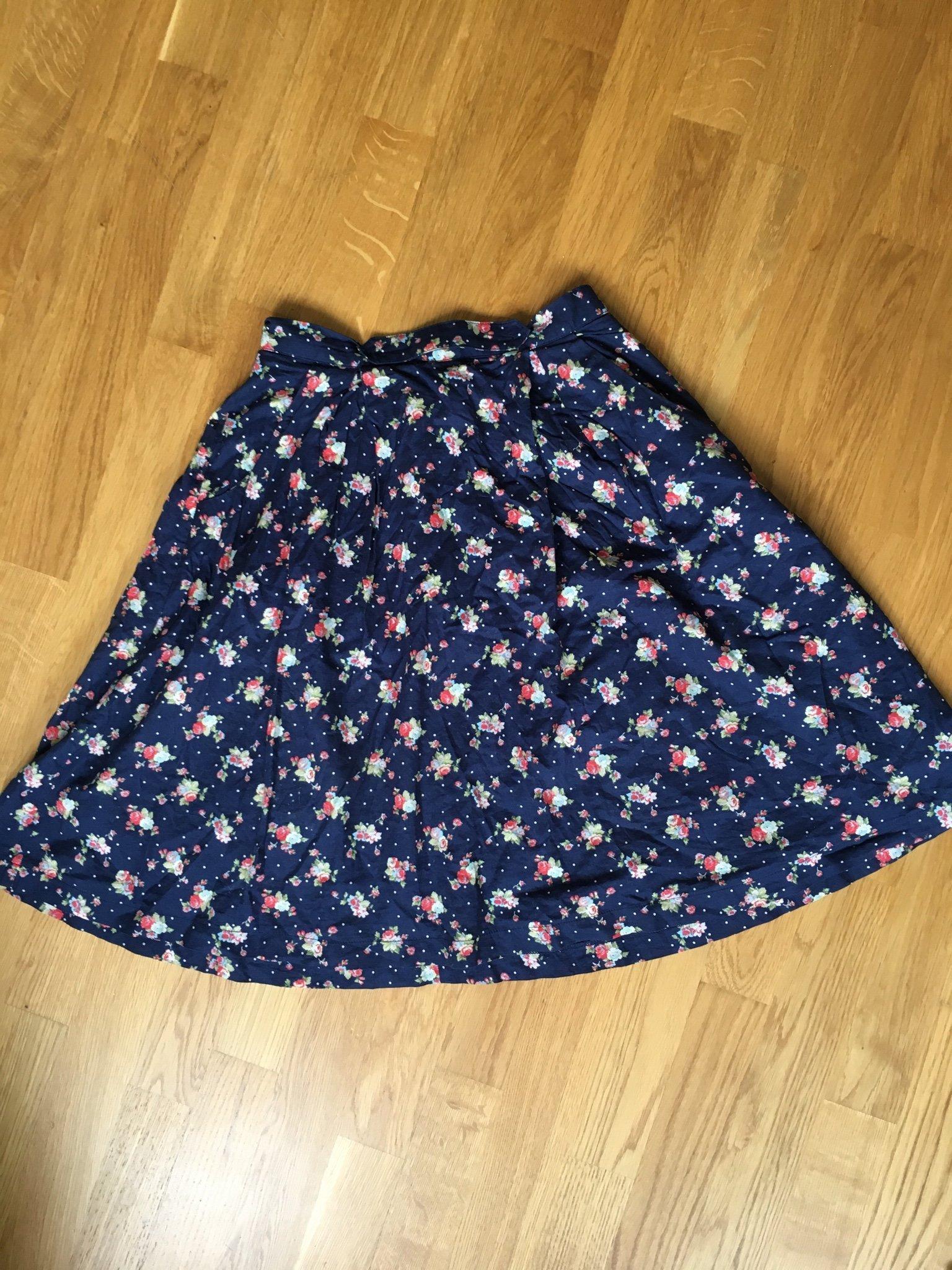 Blommig prickig blå kjol Retro inspirerad från Modcloth