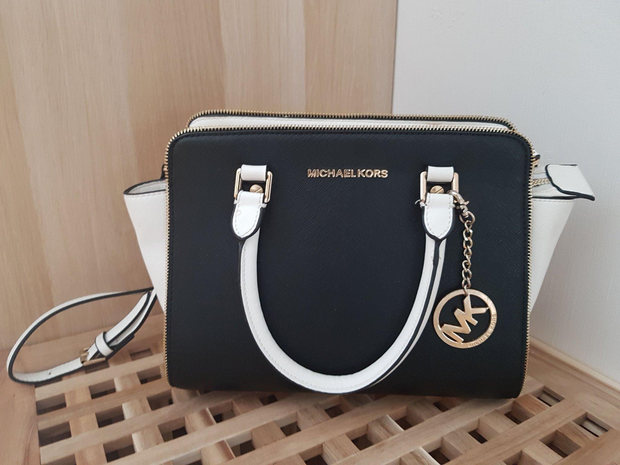 Michael Kors handväska med axelrem i vitt och s.. (419881675