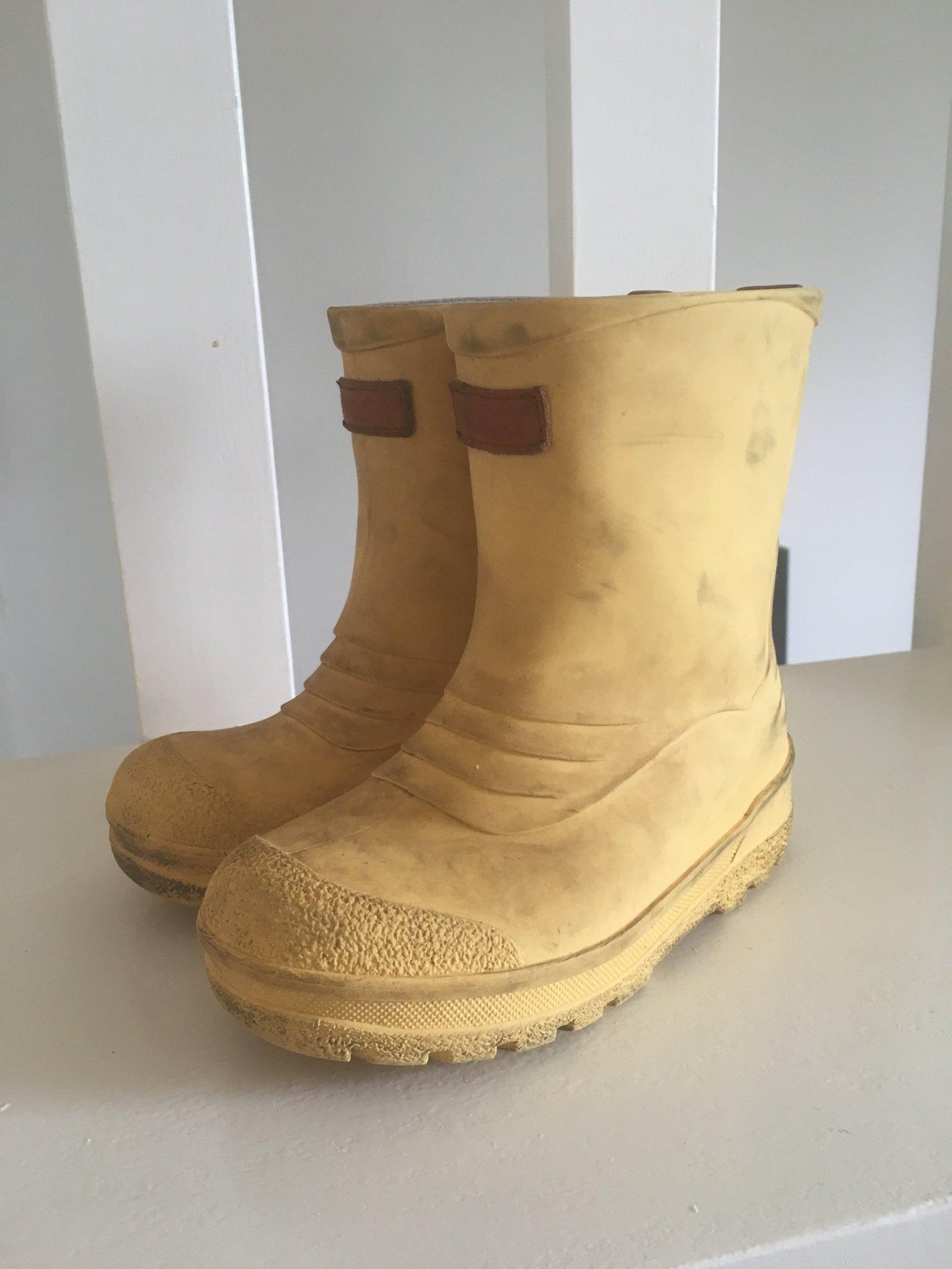 Kavat gula gummistövlar storlek 28 (350976714) ᐈ Köp på Tradera